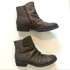 ‼️Baretraps Ysidora Ankle Flat Boots in Mushroom‼️